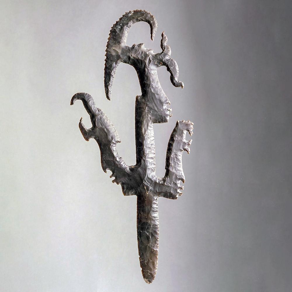 Ритуальный нож в виде бога молнии (God K, K'awiil, Кавиль). Майя, 600-800 гг. н.э. Коллекция Princeton University Art Museum.