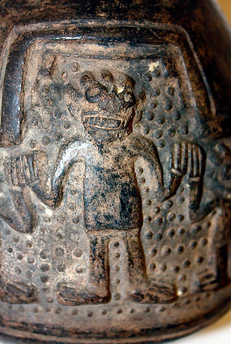 Фрагмент изображения на сосуде. Чиму-Инки, 1470-1660 гг. н.э. Коллекция The British Museum.