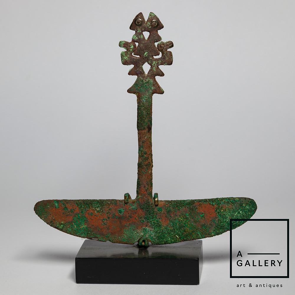 Туми (ритуальный нож). Чиму, 700-1000 гг. н.э. Коллекция A-Gallery, Москва.