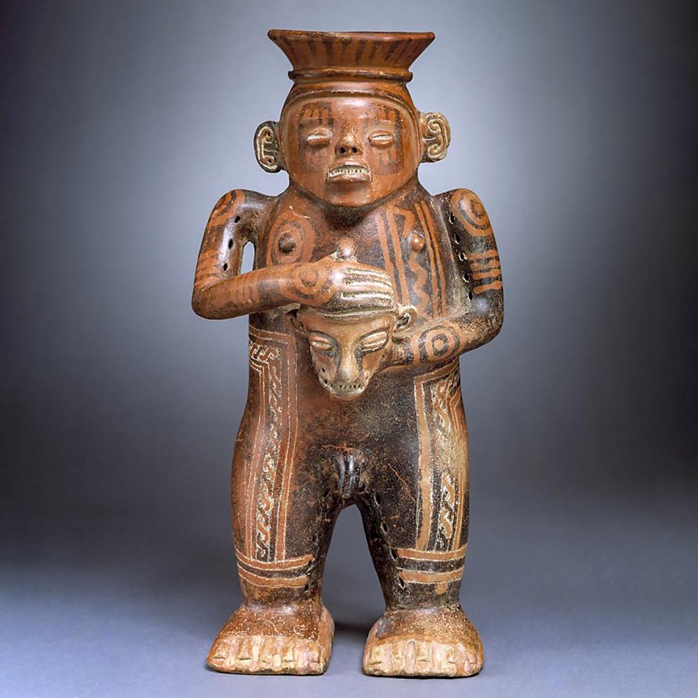 Воин с трофейной головой. Коста-Рика, 500-1000 гг. н.э. Коллекция Denver Art Museum.