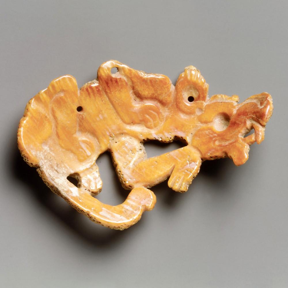 Медальон в виде собаки. Майя, 7-8 вв. н.э. Коллекция The Metropolitan Museum of Art.