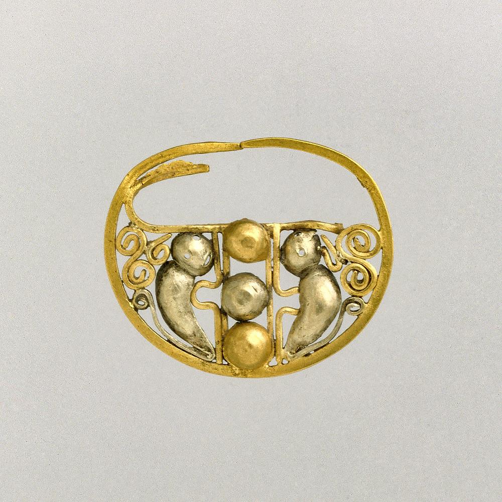 Украшение для носа. Салинар, 1 в. до н.э. - 2 в. н.э. Коллекция The Metropolitan Museum of Art.