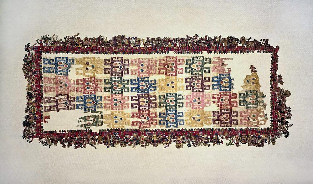 Ткань Паракас. Культура Наска, 100-300 гг. н.э. Коллекция Brooklyn Museum.