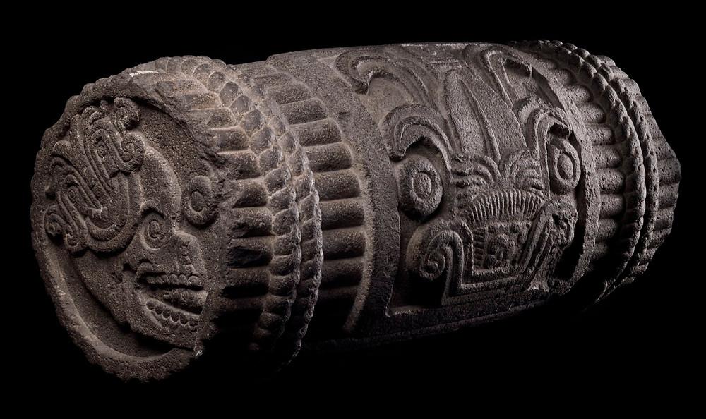 Символическая связка тростника. Ацтеки, 1507 г. н.э. Коллекция Museo Nacional de Antropología, México.