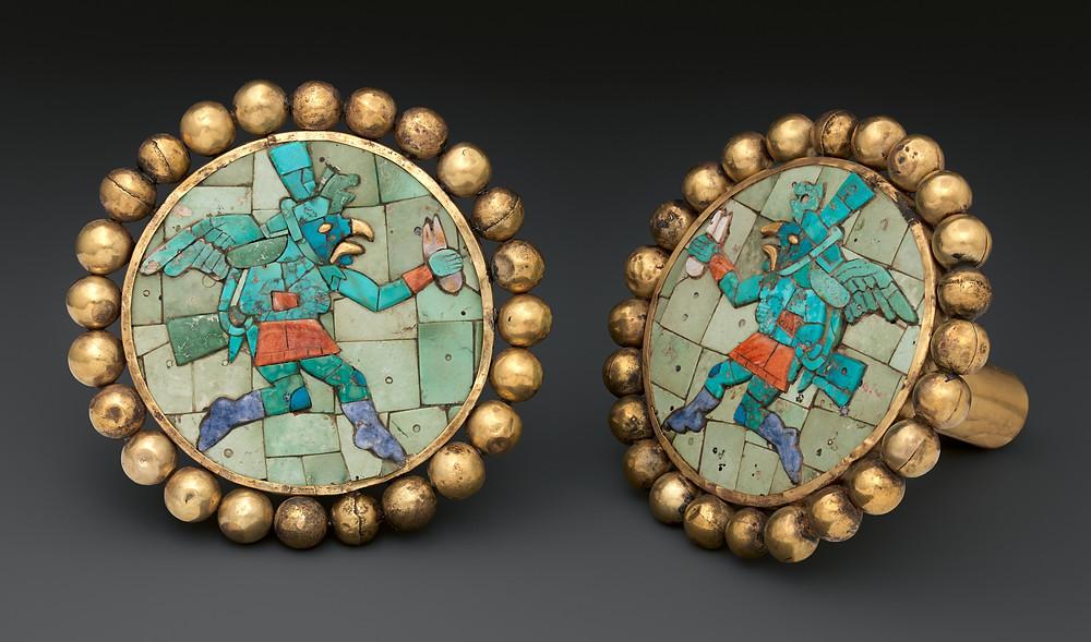 Ушные украшения с крылатыми бегунами. Моче, Перу, 400 - 700 гг. н.э. Коллекция The Metropolitan Museum of Art.