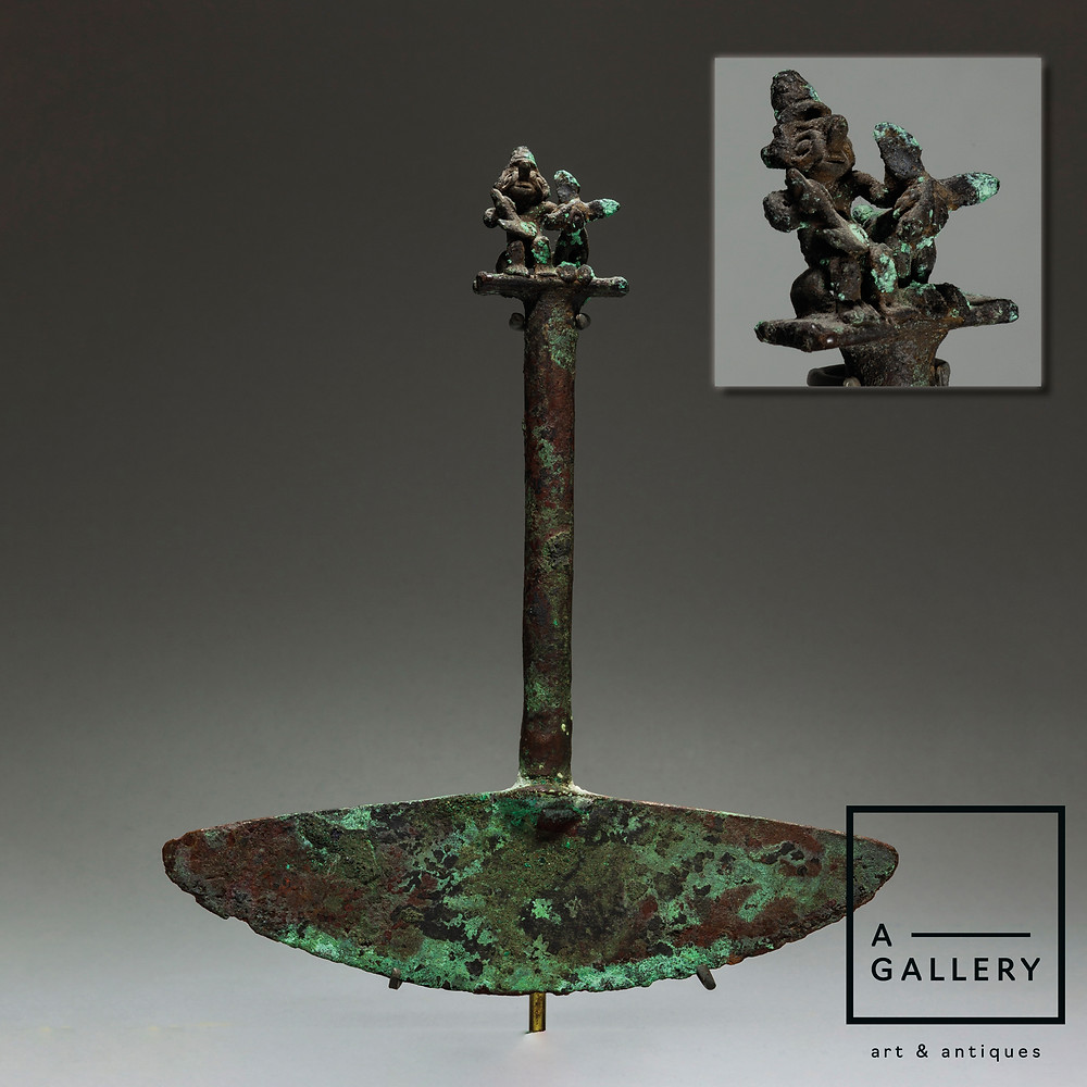 Туми с изображением сцены жертвоприношения оленя. Моче, 500-750 гг. н.э. Коллекция A-Gallery, Москва.