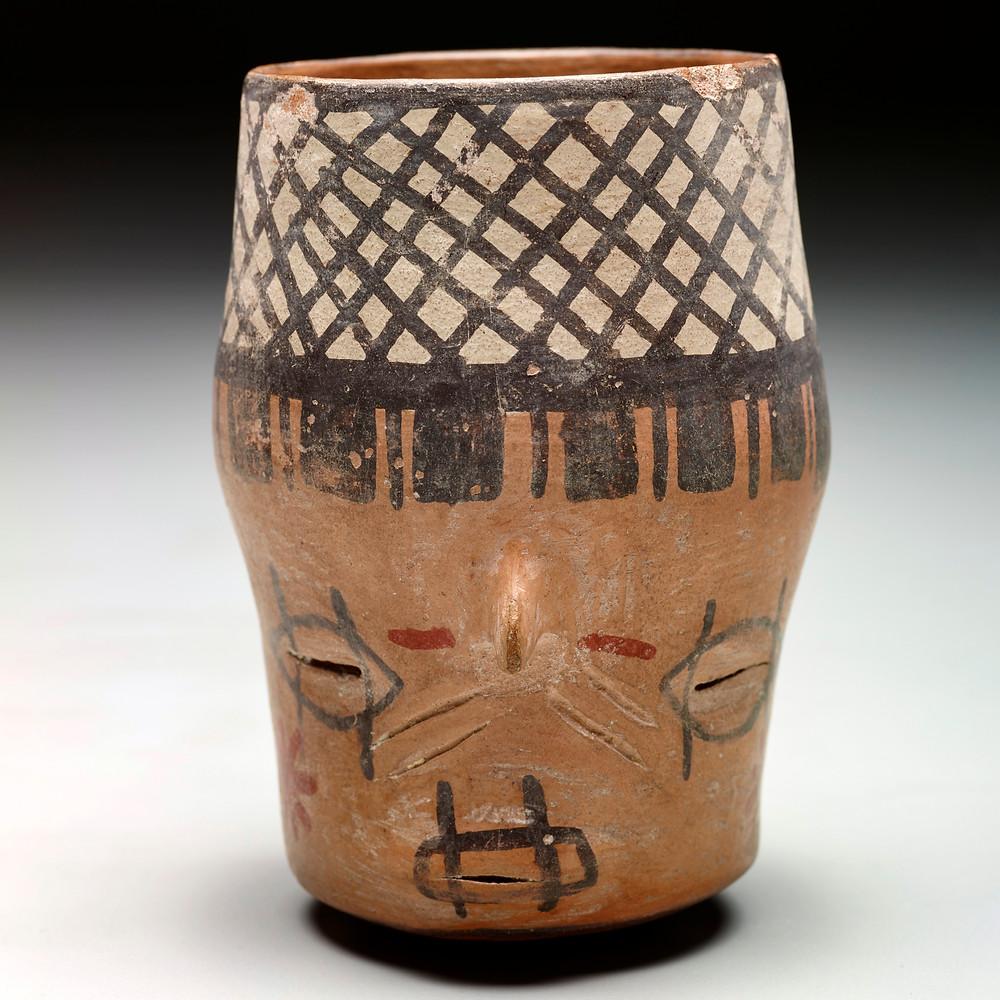 Сосуд в виде трофейной головы. Наска, 250 г. до н.э. - 300 г. н.э. Коллекция Dallas Museum of Art.