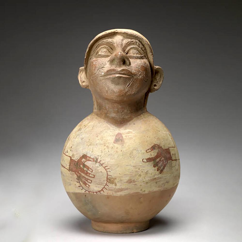 Сосуд в виде человека с раковиной спондилюса. Моче, 500-700 гг. н.э. Коллекция Mount Holyoke College Art Museum.