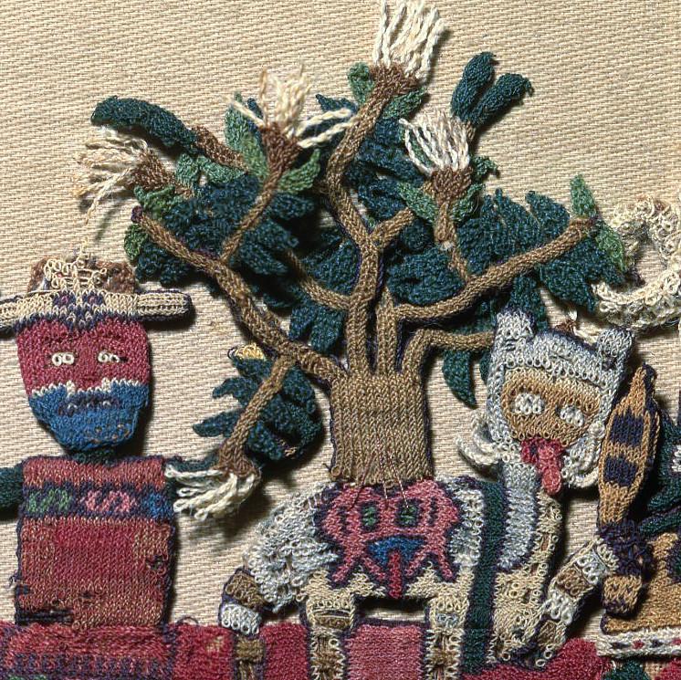 Изображение дерева прорастающего из трофейной головы на спине у зооморфного существа.