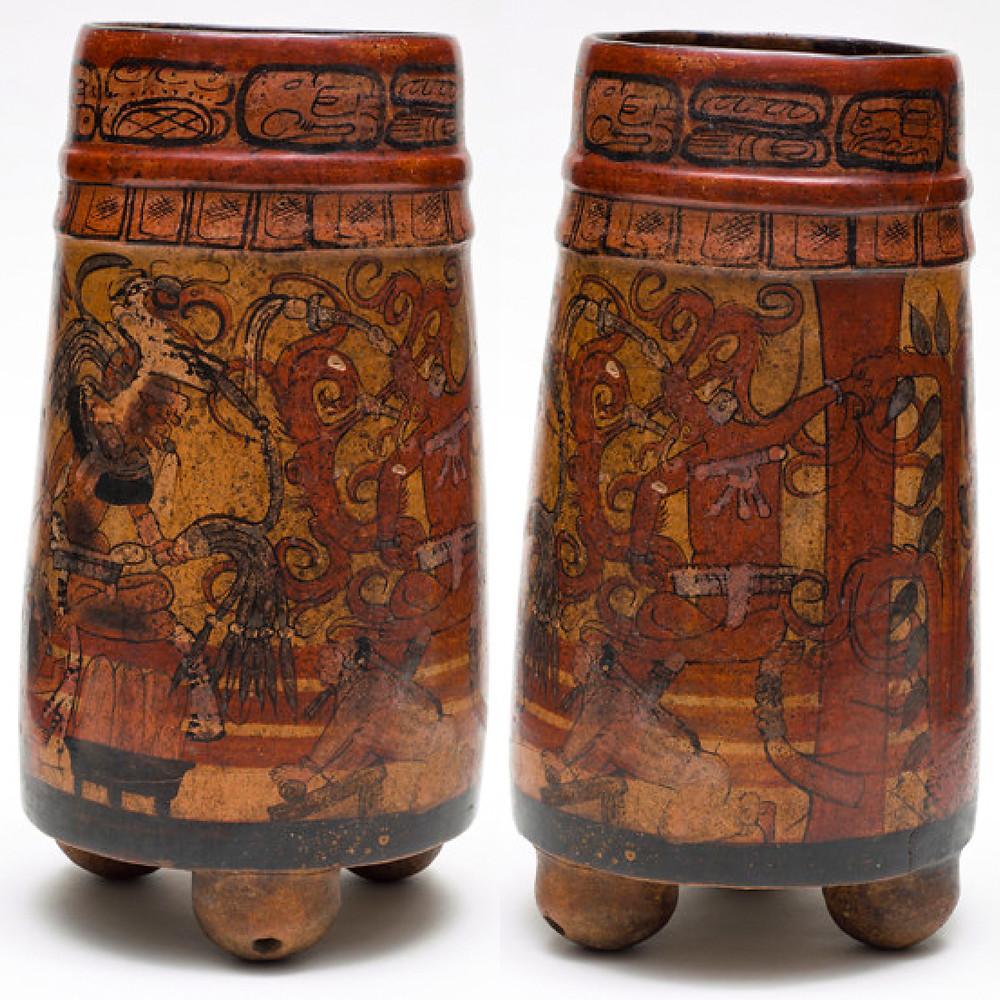 Сосуд c изображением дворцовой сцены в подземном мире. Бог с чертами ягуара беседует с другим богом, позади которого растет дерево какао. Майя, 750-850 гг. н.э. Коллекция Los Angeles County Museum of Art