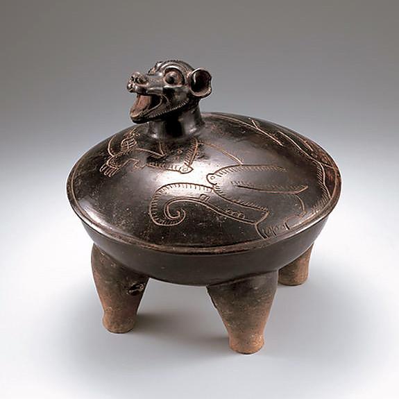 Сосуд-тетрапод. Крышка с изображением собаки. Майя, 300-600 гг. н.э. Коллекция MIHO Museum, Shiga, Japan.
