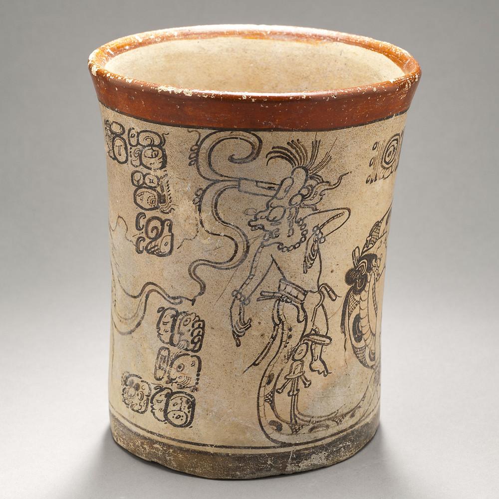 Одноногий бог Кавиль (God K). Она из ног божества представлена в виде змеи. Майя, 600-800 гг. н.э. Коллекция Los Angeles County Museum of Art.