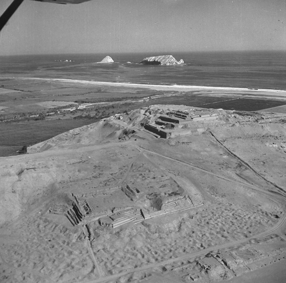 Вид на руины храмов Пачакамак. Фрэнк Шершель, 1945 г. Фотография из коллекции Журнала LIFE.
