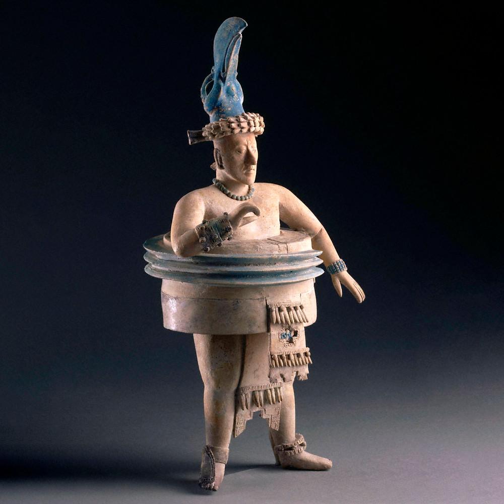 Игрок в мяч. Майя, 600-800 гг. н.э. Коллекция Princeton University Art Museum.