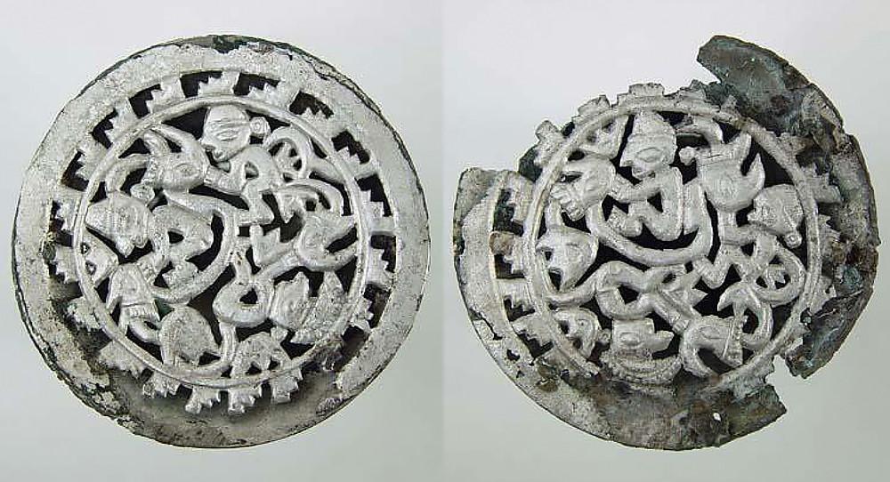 Пара ушных украшений. Чиму, 1300-1532 гг. н.э. Коллекция Museo Larco, Lima.