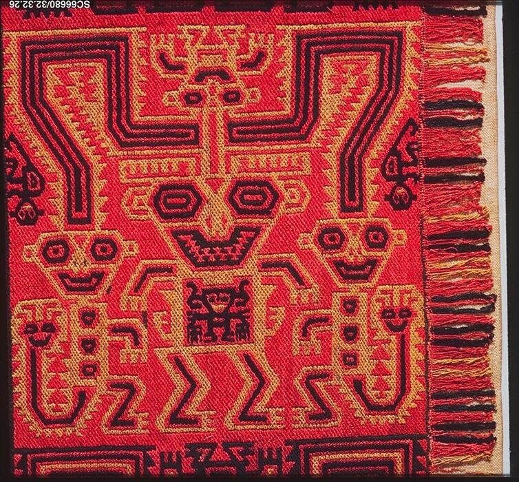 Фрагмент мантии. Культура Паракас, Перу, 5-3 вв. до н.э. Коллекция Музея искусства Метрополитен.
