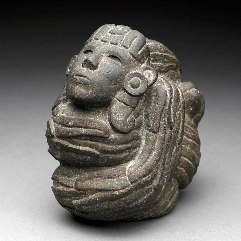 Пернатый змей с головой человека. Ацтеки, 1325-1521 гг. н.э. Коллекция Birmingham Museum of Art.
