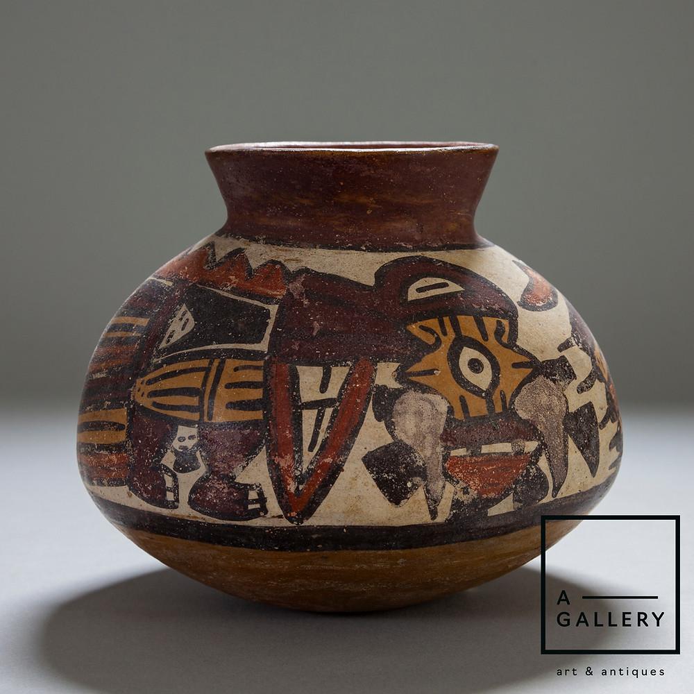 """Сосуд с изображением """"Ужасной птицы"""", Перу, культура Наска, около 300-500 гг. н.э. Коллекция A-Gallery, Москва."""