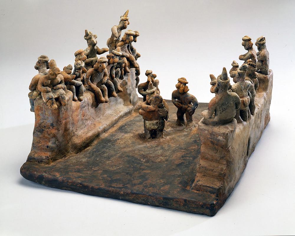 Игра в мяч. Наярит, 200 гг. до н.э. - 500 гг. н.э. Коллекция Worcester Art Museum.