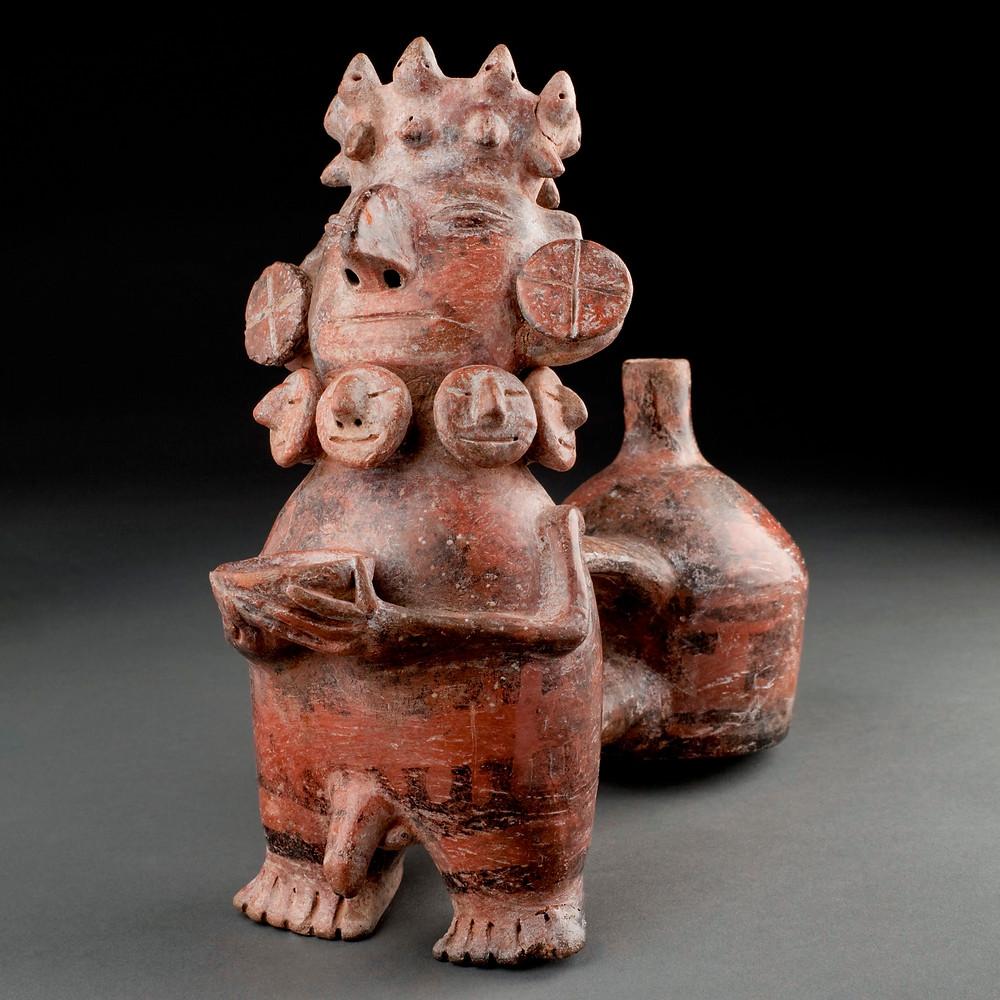 Свистящий сосуд в виде предка. Викус, 1250 - 0 до н.э. Коллекция Museo Larco, Lima.