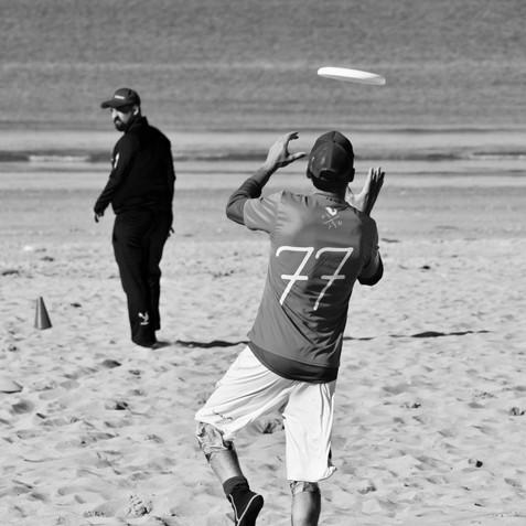 Frisbee sur la plage