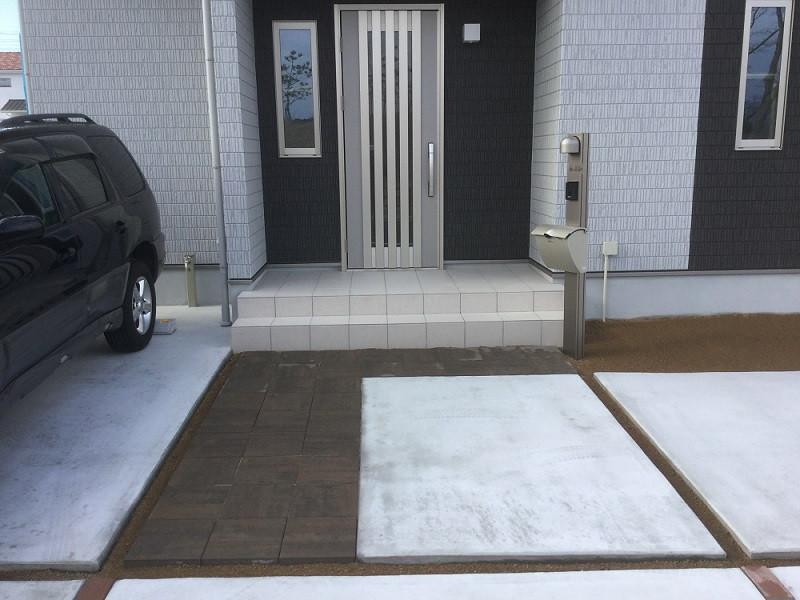 新築外構完成後の玄関周り