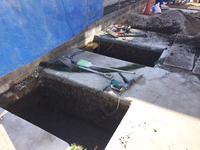 カーポート基礎の穴