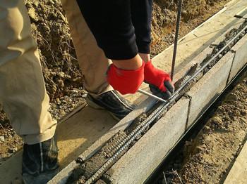 ブロック内の鉄筋を繋げる