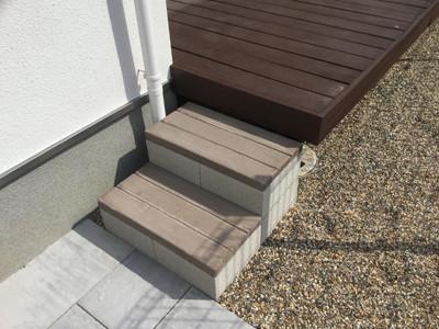 庭に作った階段
