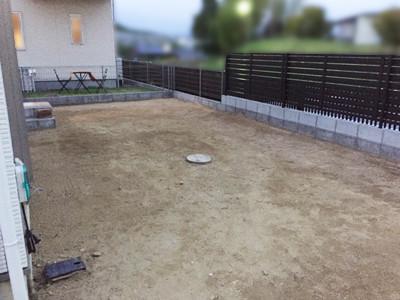 掘削後の土の庭