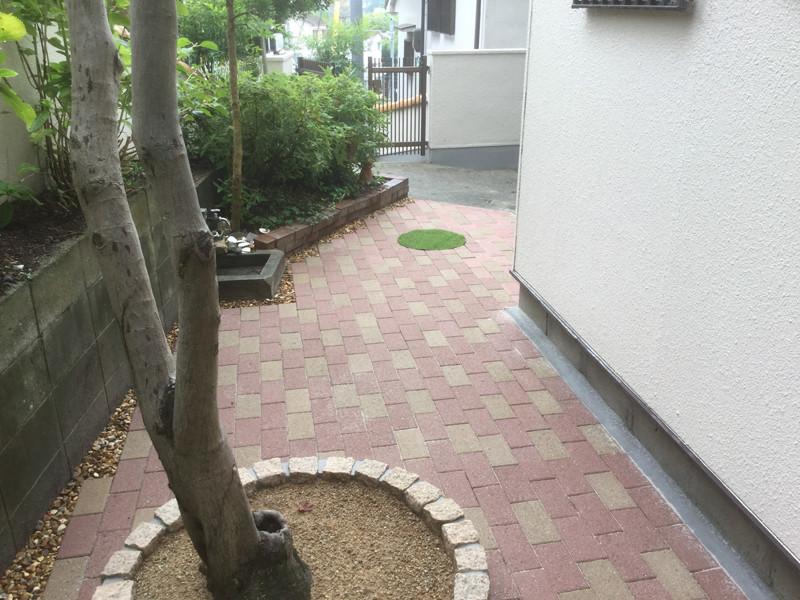 インターロッキングの庭