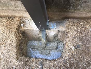フェンス柱のアンカー