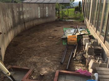デッキ撤去後の土の庭