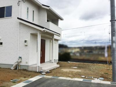 新築外構工事前の建物と敷地