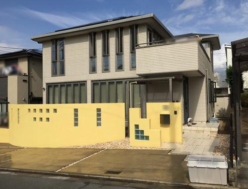 リフォーム後黄色い壁の家