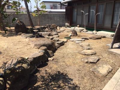 庭の掘削中