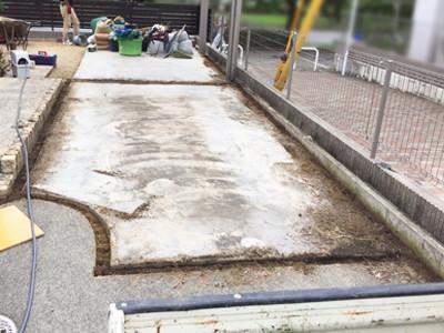 駐車場スリットを掘る