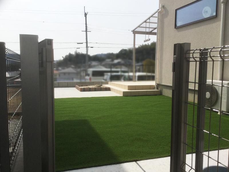 庭リフォーム後人工芝の庭