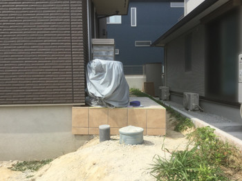 新築外構工事前の玄関ポーチ