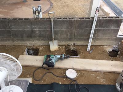 フェンス基礎の穴