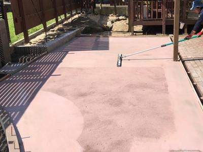 コンクリートをピンクに色付け