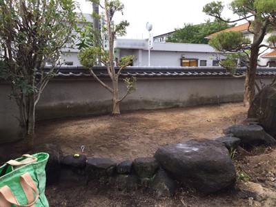 石組の中の掘削完了