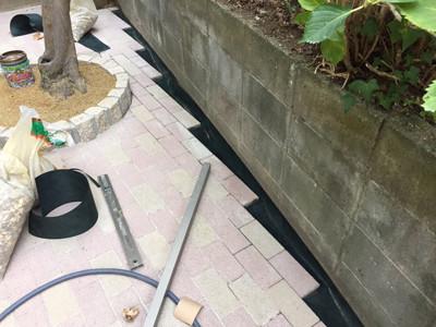 ブロックとレンガの隙間防草シート