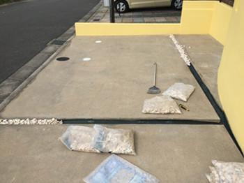 駐車場隙間防草シート張り