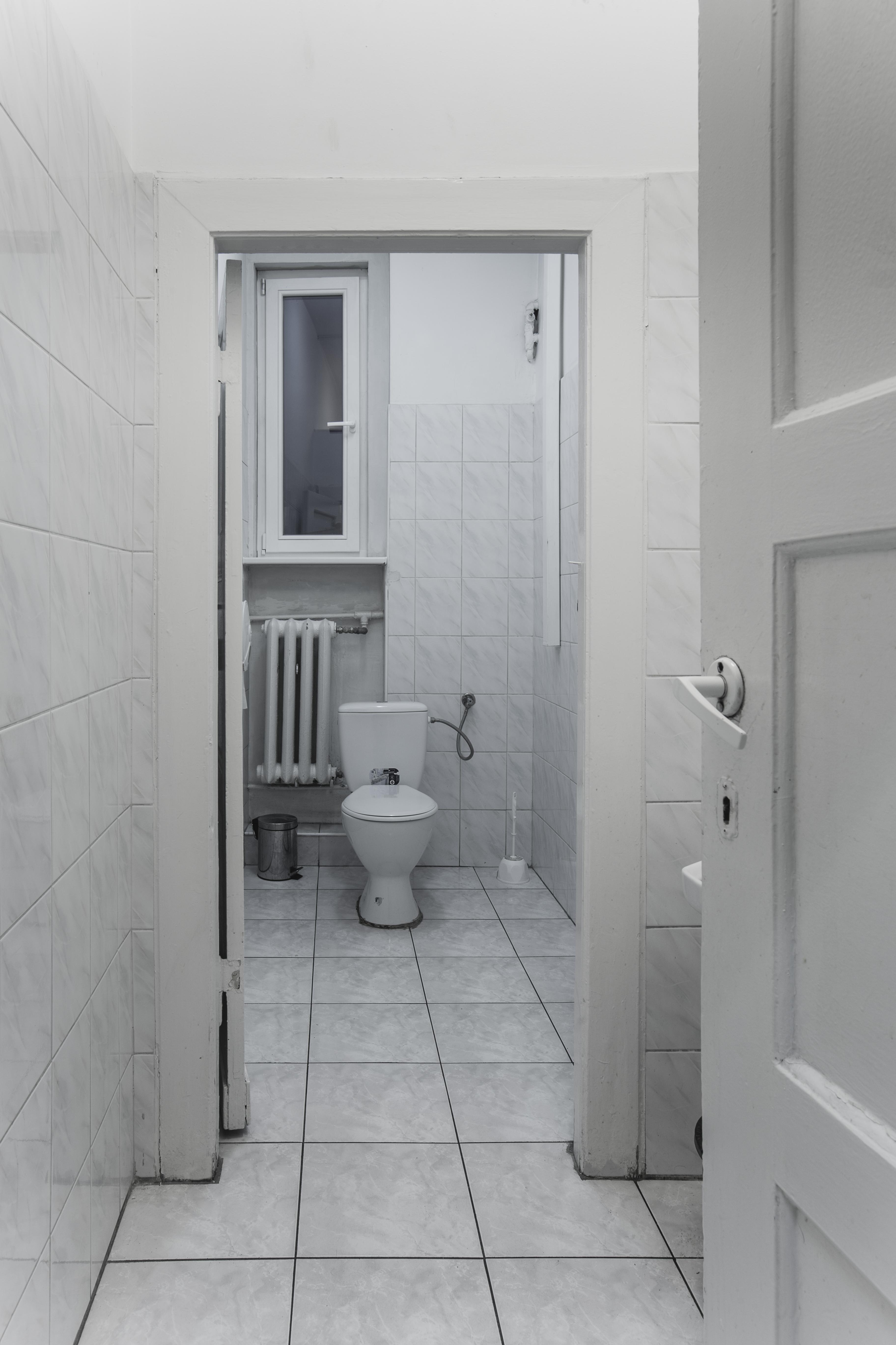 Toaleta w ART Hostel Poznań