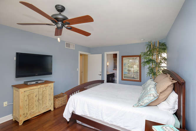 660 Golden Gate Point Unit 41-small-016-