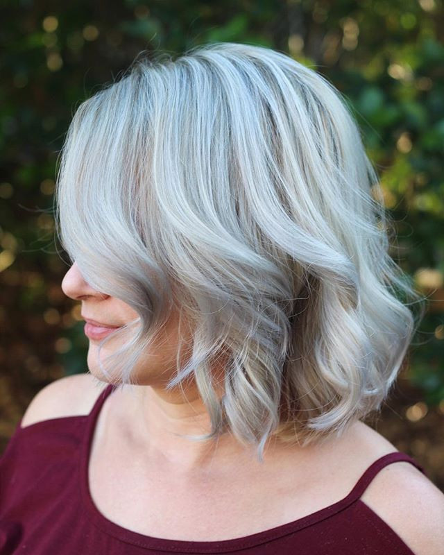 📌Pinterest worthy!👏🏻_She was so happy she couldn't stop hugging me! 🤗 No other stylists were able to make her this icy of a blonde before.jpg