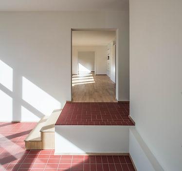 Martin Dubach Architekt und Katrin Gurtner Architektin gud Architekten Buchdruckerweg Blick Wohnzimmer.jpg