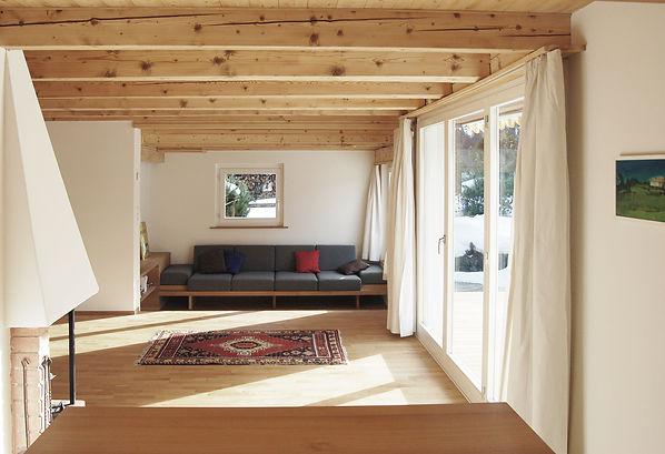 Dachs_Wohnzimmer Sofa.jpg Martin Dubach Architekt und Katrin Gurtner Architektin gud Architekten