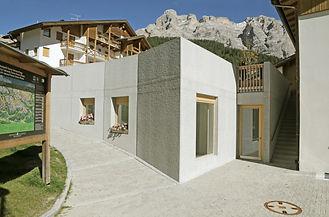 Martin Dubach Architekt und Katrin Gurtner Architektin gud Architekten St.Kasian Jugendraum.jpg